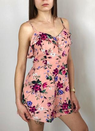 Нежно розовый ромпер комбинезон с рюшей в цветы