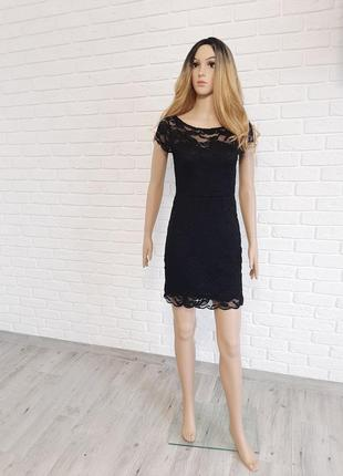 Круживне чорне плаття