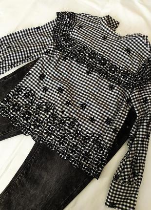 Блуза в клетку с воланами и вышивкой цветы, длинный рукав