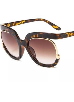Стильные очки оригинальной формы леопард