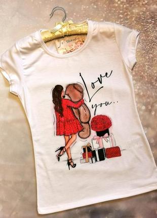 Женская футболка с принтом и стразами