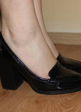 Туфли лоферы на каблуке толстом next