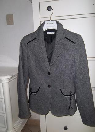 Элегантный пиджак salar
