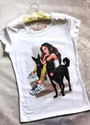 Стильная футболка с собаками со стразами