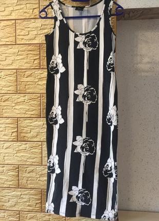 Платье в полоску и цветы.