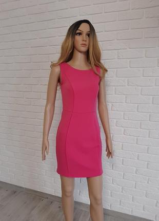 Яскраво-рожеве платтячко