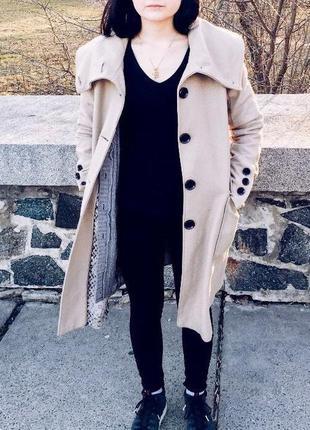 Песочно - беживое пальто reserved