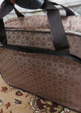 Дорожная сумка темно-коричневая переливается на свету