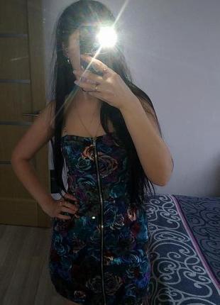 Продам красивое платье с цветами