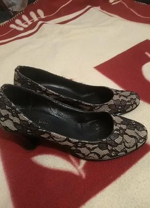 Кружевные туфли