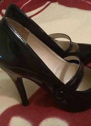 Черные лакированные туфельки