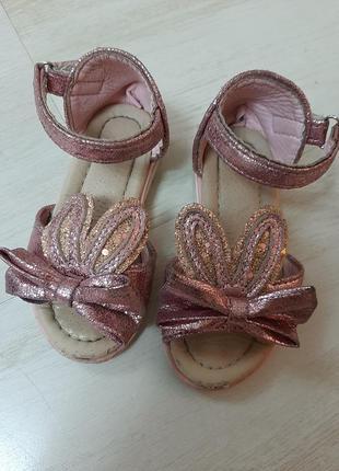 Нарядные сандалики 20р