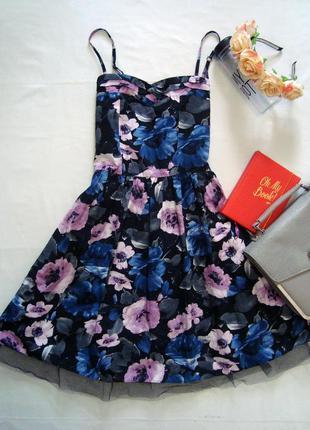 Яркое цветочное платье на тонких бретелях star