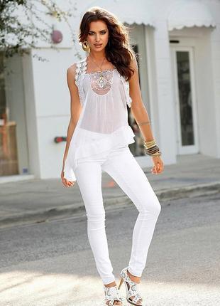 Шикарные,белые джинсы,джеггинсы германия