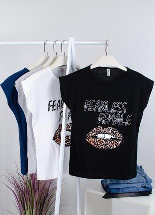 Чёрная футболка с леопардовыми губами