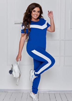 Красивый стильный спортивный костюм
