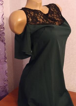 Красивое платье  зеленое с кружевом