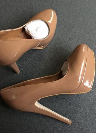 Туфли на каблуке карамельного цвета