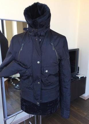 Спортивная дутая курточка ( reebok )