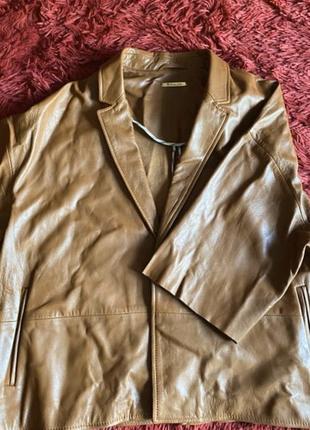 Стильная кожаная куртка massimo dutti