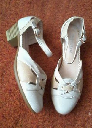 Отличные легкие кожаные туфли босоножки размер38, стелька 25см