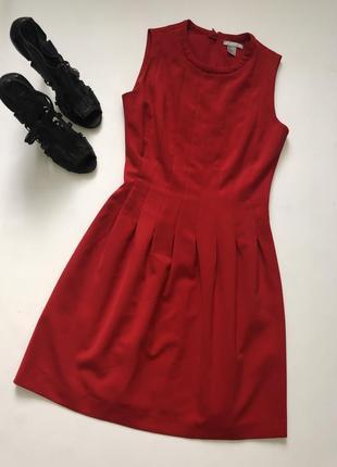Яркое красное платье от h&m.