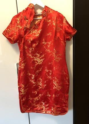 Красное платье в азиатском стиле