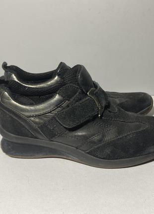 Geox чёрные кроссовки на липучке из кожи и замши
