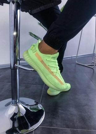 Шикарные кроссовки унисекс adidas yeezy boost 350 v2 glow2 фото