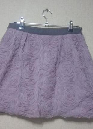 Мини-юбка в фактурные розы