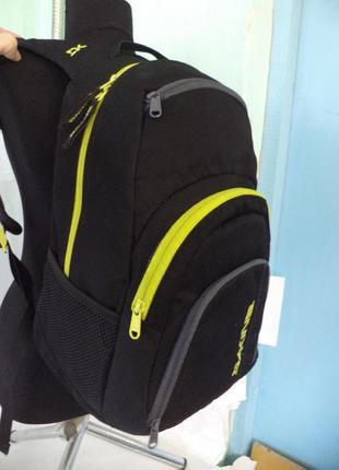 Великий якісний рюкзак від dakine (має термо відділення для їжі)