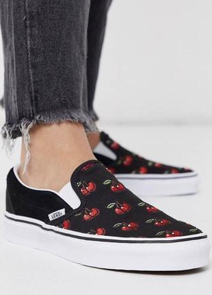 Черные кроссовки-слипоны vans