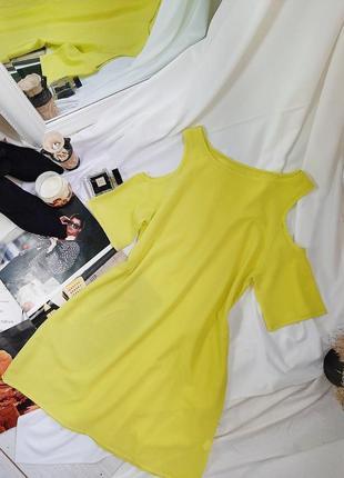 Летнее платье с вырезами на плечах