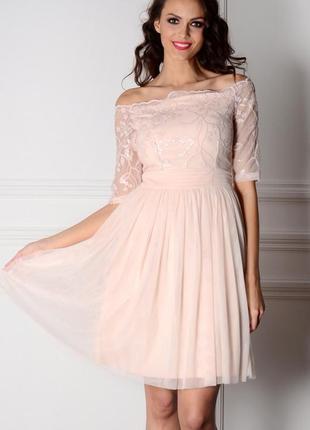 Нежное пудрово-розовое платье с кружевом
