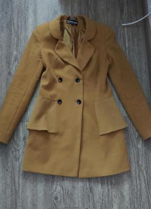 Модное пальто с баской