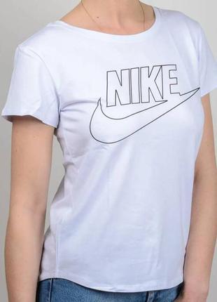 Женская футболка с логотипом nike