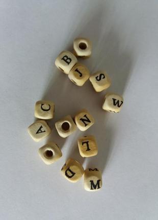 Бусины-кубики с буквами