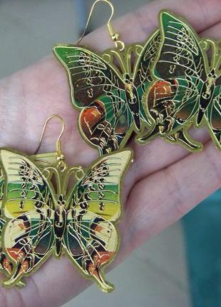 Серьги-бабочки под золото с чеканкой и цветной глазурью