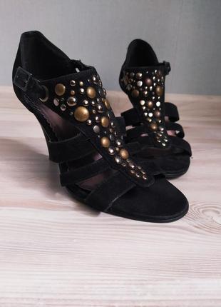 Черные босоножки сандалии на каблуке graceland