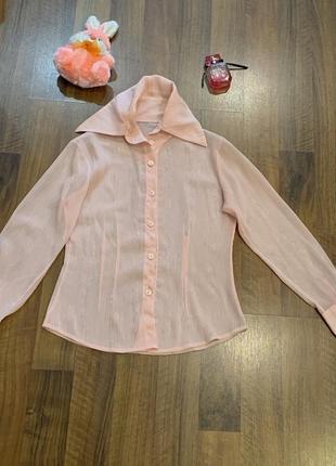 Розовая блуза с большим воротником