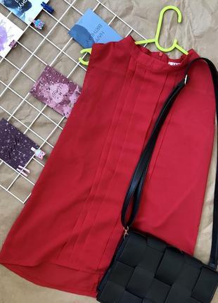 Шифоновая красная блузка без рукавов