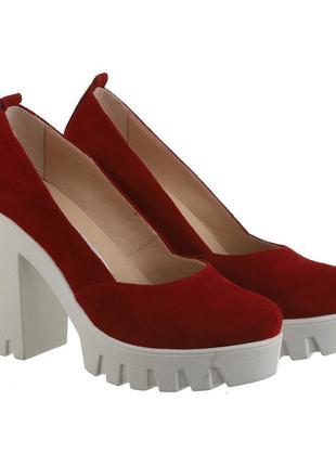Замшевые женские красные туфли на каблуке тракторная подошва натуральная замша