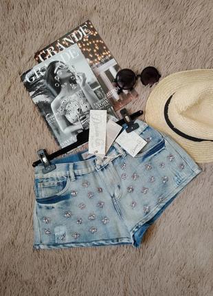Шикарные джинсовые короткие шорты с вышивкой и камнями