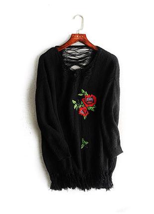 Очень стильный свитер с вышивкой