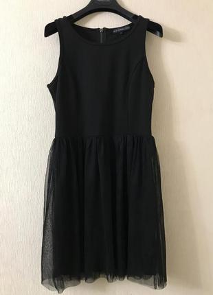 Нарядное черное платье с фатиновой юбкой