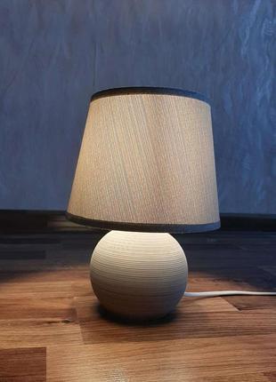 Настольная прикроватная лампа
