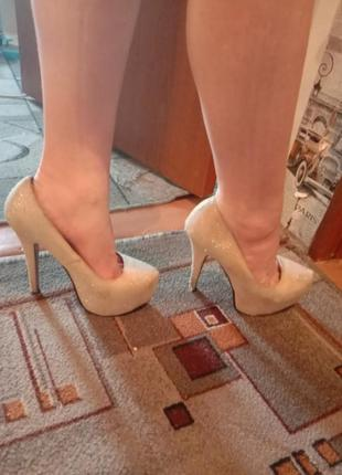 Лабутены,туфли на высоком каблуке