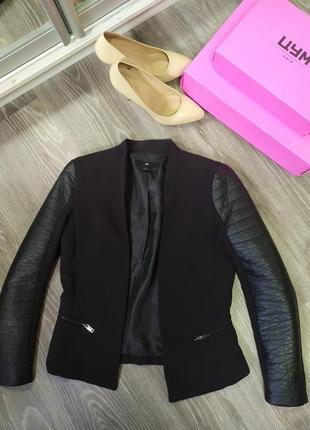 Піджак з шкіряними рукавами