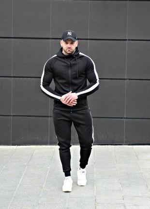 Стильный спортивный костюм