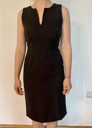 Классическое строгое черное платье, идеально в офис